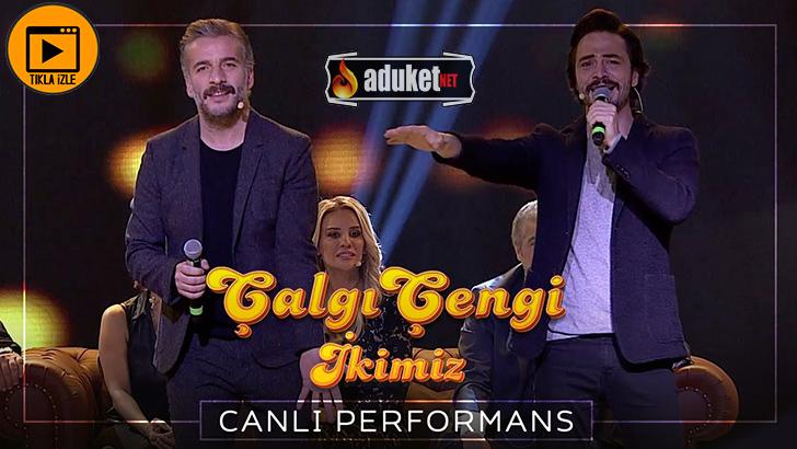 Ahmet Kural Murat Cemcir sie liegt in meinen armen