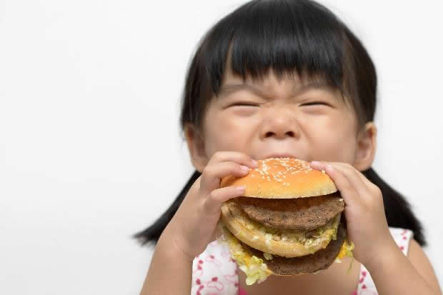 effect of fast food on young children Effects of fast food branding on young children's taste preferences arch pediatr kraemer hc effects of fast food branding on young children's taste.